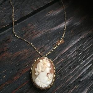 14k 6.36g cameo necklace
